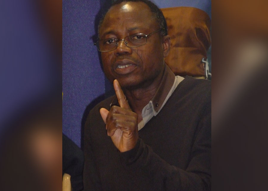 C'est dans la capitale du Togo qu'il éprouva le désir d'écrire, non plus pour lui-même, mais avec la prétention de publier