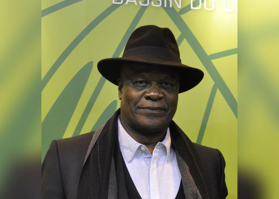 Il m'a été souvent d'un grand réconfort de chercher abri à l'ombre d'auteurs engagés comme Wole Soyinka ou Tchicaya U'Tamsi