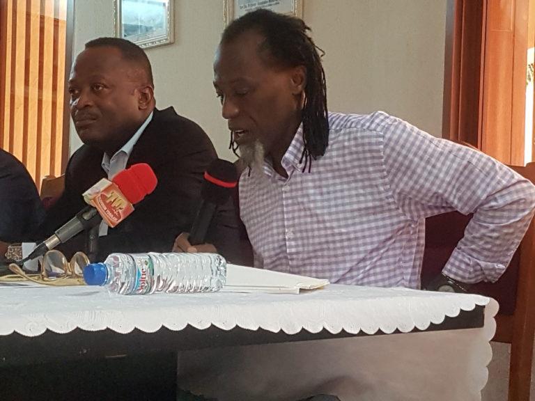 Eric-Joël BEKALE dédicace à l'ambassade du Gabon